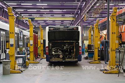 Atelier de réparation des TPG au Bachet-de-Pesey..Atelier mécanique, réparation des bus..© Emilie Berra / Le Courrier