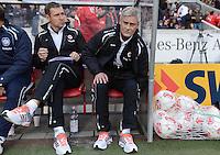 FUSSBALL   1. BUNDESLIGA  SAISON 2012/2013   9. Spieltag   VfB Stuttgart - Eintracht Frankfurt      28.10.2012 Trainer Armin Veh (Mitte, Eintracht Frankfurt) und Co Trainer Reiner Geyer  (Eintracht Frankfurt)