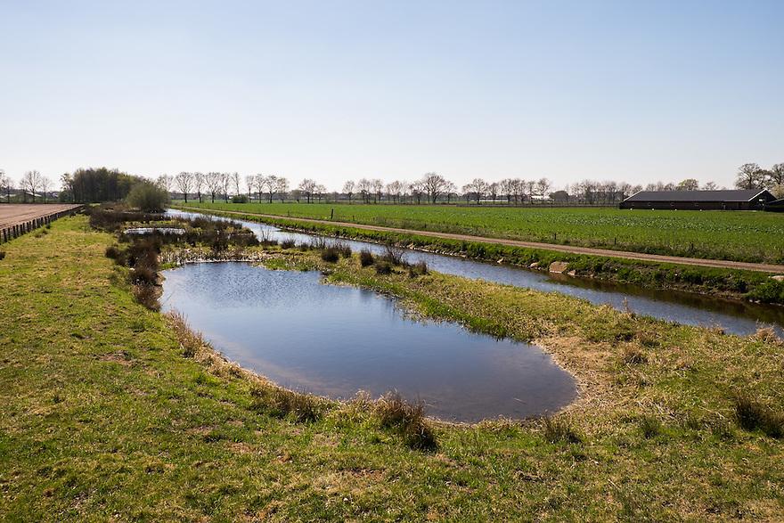 Nederland, omgev. Boekel, 20 april 2015<br /> De Leijgraaf, beek in omgeving Boekel, waar de oevers op sommige stukken weer natuurlijk zijn gemaakt. Onderdeel van Ecologische Verbindingszone EVZ.<br /> <br /> Foto: Michiel Wijnbergh