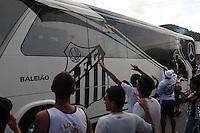 SAO PAULO, SP, 05 MARÇO DE 2012 - CAMP. PAULISTA - SANOTOS X CORINTHIANS -Onibus do Santos chega na vila Belmiro . (FOTO: ADRIANO LIMA - BRAZIL PHOTO PRESS)
