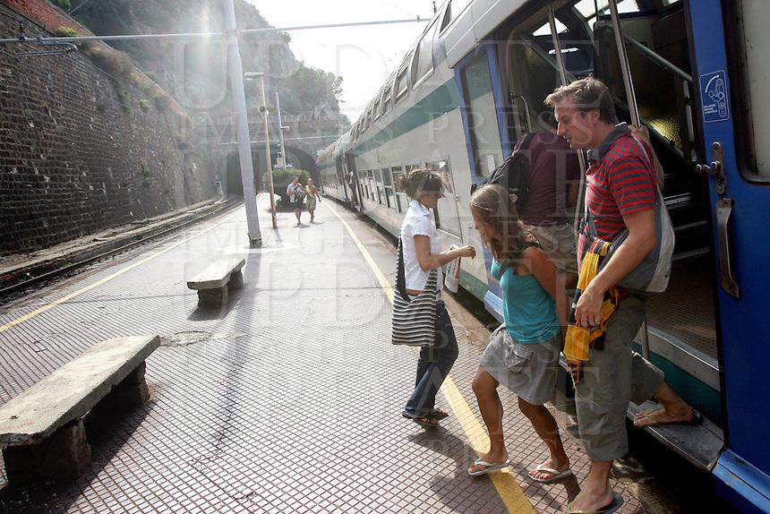 Un treno in transito alla stazione di Manarola, uno dei borghi delle Cinque Terre.<br /> A train passes through the station of Manarola at the Cinque Terre.<br /> UPDATE IMAGES PRESS/Riccardo De Luca