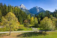 Austria, Tyrol, Biberwier: village park with open-air chess and Mieminger mountains | Oesterreich, Tirol, Biberwier: Dorfpark mit Freiluftschach vor Mieminger Gebirge