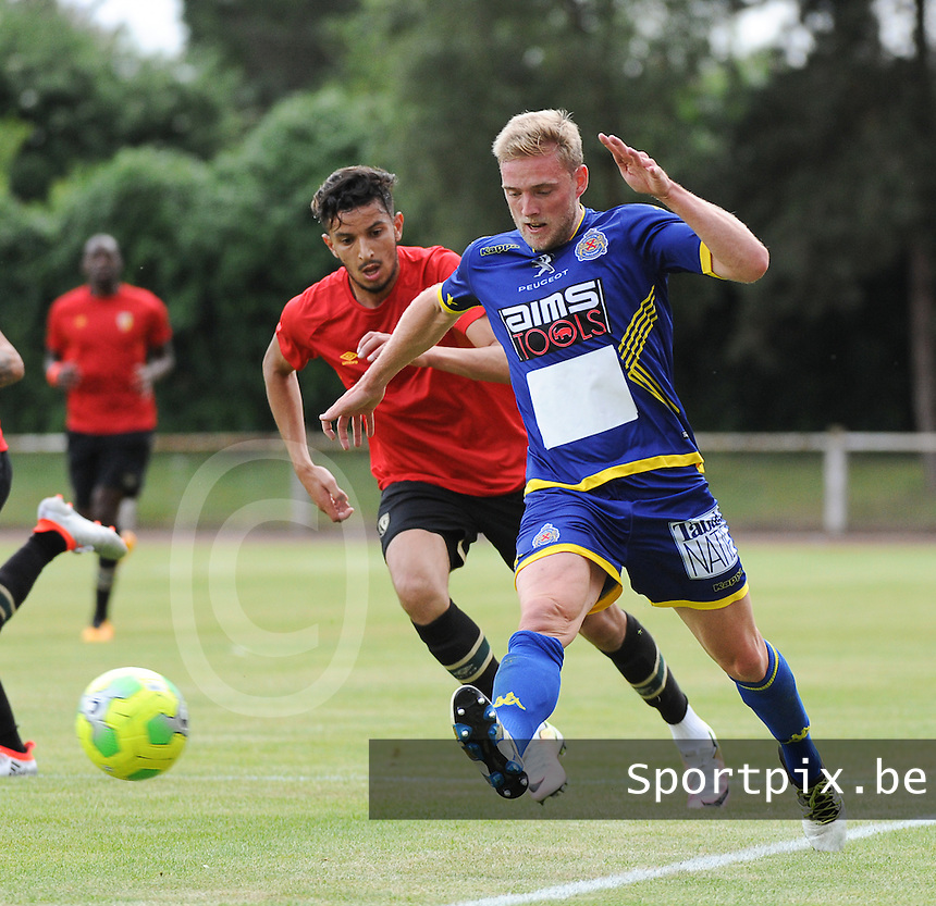 20160713 - DOUAI , FRANCE : RC Lens' Abdellah Zoubir (L) and Waasnad Beveren's Laurent Jans (R) pictured during a friendly game between Racing Club de LENS and Waasland Beveren during the preparations for the 2016-2017 season , Wednesday 13 July 2016 ,  PHOTO Dirk Vuylsteke | Sportpix.Be