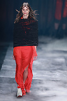 SÃO PAULO,SP, 23.10.2015 - FASHION-WEEK - Modelo durante desfile da grife Ratier na São Paulo Fashion Week Inverno 2016, no prédio da Bienal do Parque Ibirapuera, zona sul de São Paulo, nesta sexta-feira (23). (Foto: William Volcov/Brazil Photo Press)