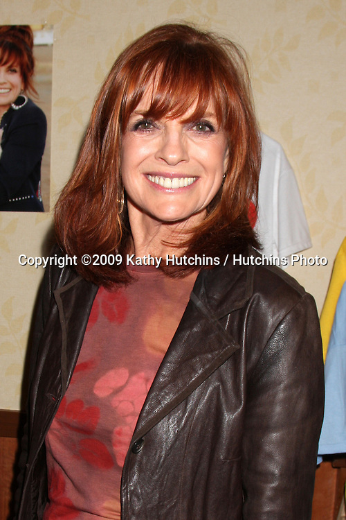 Linda Gray.Hollywood Collector Show - October 2009.Gilmore Adobe at Farmer's Market.Los Angeles,  CA.October 10 - 11,  2009.©2009 Kathy Hutchins / Hutchins Photo.