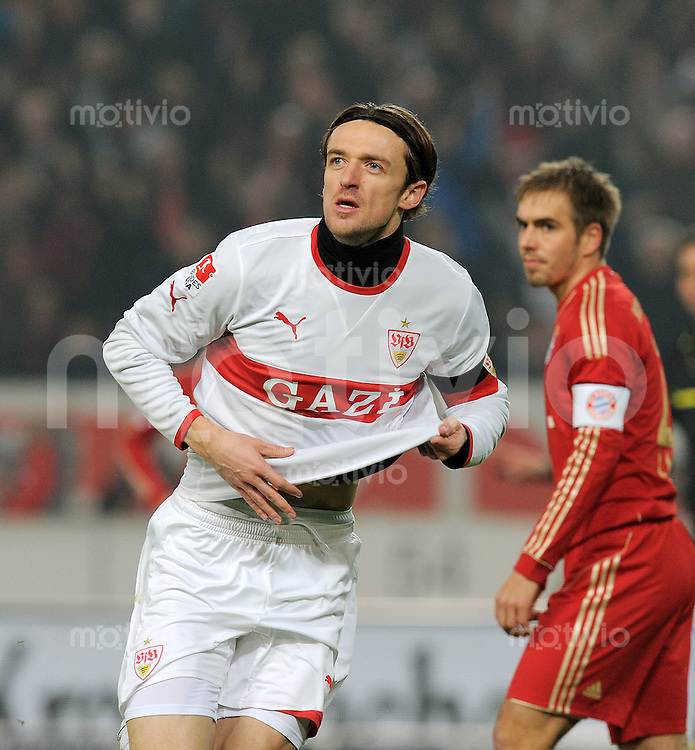 Fussball 1. Bundesliga:  Saison   2011/2012    16. Spieltag    11.12.2011 VfB Stuttgart - FC Bayern Muenchen   JUBEL Stuttgart, Torschuetze zum 1-0 Christian Gentner