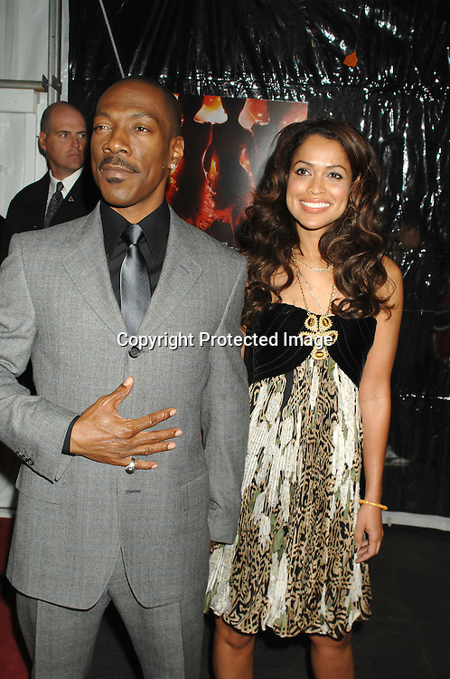 "Eddie Murphy and Tracy Edmonds..arriving at The World Premier of ""Dreamgirls"" on ..December 4, 2006 at The Ziegfeld Theatre in New York, ..Roibn Platzer, Twin Images"