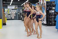 Tanzvorführung der Mädchen der TGM Mannheim bei der Eröffnungsfeier der Decathlon Filiale Mannheim