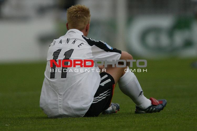 U21 - EM 2004 - Gruppe B<br /> Deutschland vs. Portugal 1:2<br /> Mike Hanke von Deutschland nach der Niederlage gegen Portugal und dem Aussscheiden schon in der Vorrunde bei der Europameisterschaft.<br /> Foto &copy; nordphoto - Ruediger Lampe<br /> <br />  *** Local Caption *** Foto ist honorarpflichtig! zzgl. gesetzl. MwSt.<br />  Belegexemplar erforderlich<br /> Adresse: nordphoto<br /> Georg-Reinke-Strasse 1<br /> 49377 Vechta