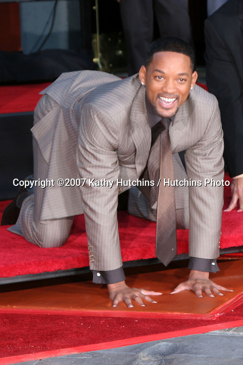 Will Smith.Will Smith Handprint and Footprint Ceremony .Grauman's Chinese Theater Forecourt.December 10, 2007.Los Angeles, CA.©2007 Kathy Hutchins / Hutchins Photo...