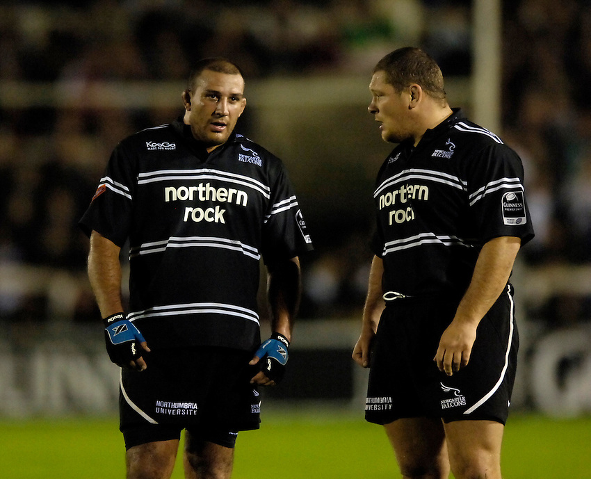 Photo: Jed Wee..Newcastle Falcons v London Irish. Guinness Premiership. 22/09/2006...Newcastle's Andy Long (L) with Micky Ward.