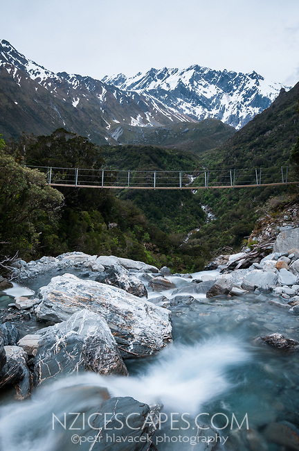 Swingbridge over Tekano Creek near Douglas Hut in Copland Valley, Westland Tai Poutini National Park, UNESCO World Heritage Area,  West Coast, New Zealand, NZ