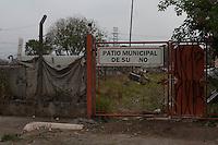 SUZANO, SP, BRASIL,17.10.2014, INCENDIO EM PATIO DE AUTOMOVEIS - Rescaldo do incendio no Patio Municipal de Suzano onde deixou cerca de 130 automoveis queimados na cidade de Suzano na grande Sao Paulo. (Foto: Warley Leite / Brazil Photo Press).