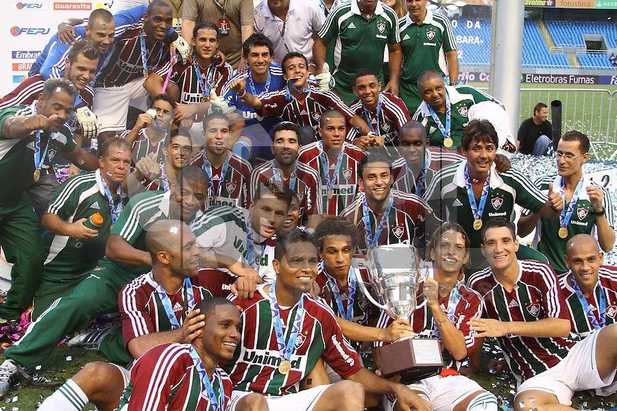 RIO DE JANEIRO, RJ, 26 DE FEVEREIRO 2012 - CAMPEONATO CARIOCA - FINAL - TACA GUANABARA - VASCO X FLUMINENSE - Jogadores do Fluminense comemoram o título, após vitória por 3x1 sobre o Vasco, pela final da Taca Guanabara, no estadio Engenhao, na cidade do Rio de Janeiro, neste domingo, 26. FOTO: BRUNO TURANO – BRAZIL PHOTO PRESS