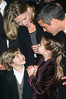 "NEW YORK - DEC 17:  Alex D Linz, Michelle Pfeiffer, Mae Whitman, George Clooney at the ""One Fine Day"" Premiere at the Village Theater on December 17, 1996 in Westwood, CA"