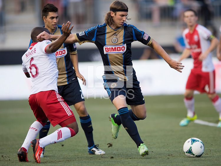 Jeff Parke (31) of the Philadelphia Union holds off Darlington Nagbe (6) of the Portland Timbers during a Major League Soccer game at PPL Park in Chester, PA.  Philadelphia Union tied the Portland Timbers, 0-0.