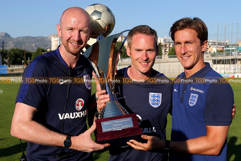 https://ssl.c.photoshelter.com/img-get/I0000jTfLV1Zmk3k/s/1000/1000/England-U18-Ivory-Coast-U20-TGS108.jpg