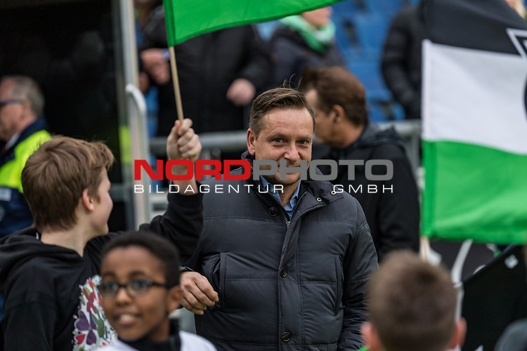 09.02.2019, HDI Arena, Hannover, GER, 1.FBL, Hannover 96 vs 1. FC Nuernberg<br /> <br /> DFL REGULATIONS PROHIBIT ANY USE OF PHOTOGRAPHS AS IMAGE SEQUENCES AND/OR QUASI-VIDEO.<br /> <br /> im Bild / picture shows<br /> Horst Heldt (Sportdirektor / Manager Sport Hannover 96) zwischen Hannover 96 Fahnen, <br /> <br /> Foto © nordphoto / Ewert