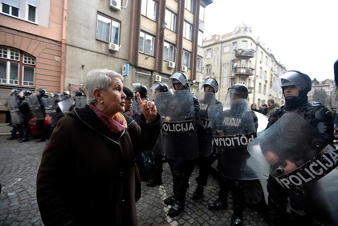 Sarajevo, 9. february 2014 - Elderly Women argues with police cordon, guarding the sarajvo police station. FOTO KAMERADES / NEMANJA JOVANOVIC