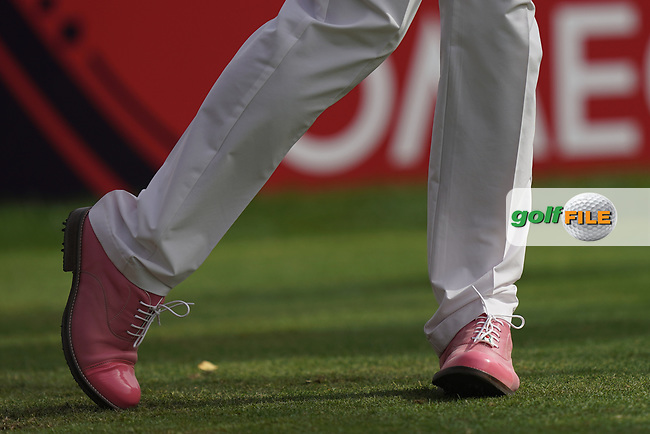 Scott Hend (AUS) 'pink shoes for pink Thursday' in action during the second round of the Omega Dubai Desert Classic, Emirates Golf Club, Dubai, UAE. 25/01/2019<br /> Picture: Golffile | Phil Inglis<br /> <br /> <br /> All photo usage must carry mandatory copyright credit (&copy; Golffile | Phil Inglis)