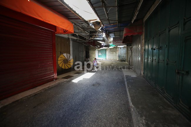 A general view shows closed shops at a market in the West Bank city of Nablus during a general strike in solidarity with the ongoing clashes surrounding access to Jerusalem's Al-Aqsa mosque compound on October 14, 2015. Israel began setting up checkpoints in Palestinian areas of annexed east Jerusalem as it struggled to stop a wave of attacks that have raised fears of a full-scale uprising. Photo by Nedal Eshtayah