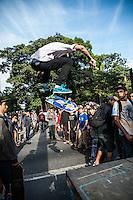 SÃO PAULO, SP, 26.06.2016 - SKATE-SP - Skatistas participam do Skate Day 2016, onde percorrem entre Avenida Paulista e a Praça Roosevelt no centro da cidade de São Paulo neste domingo (26). (Foto: Rogerio Gomes/Brazil Photo Press)