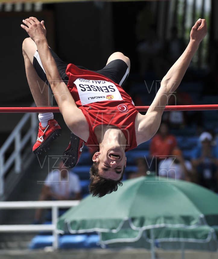 CALI - COLOMBIA - 16-07-2015: Enes Senes, de Turquia, durante la prueba del Salto Alto, en el estadio Pascual Guerrero sede, sede del IX campeonato Mundial de Atetismo Juvenil 2015.  / Enes Senes, of Turkey, during the test of the High Jump, in the Shot Puts, in the Pascual Guerrero home of the IX World Youyh Campionshps -2015. Photos: VizzorImage / Luis Ramirez / Staff.