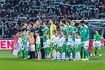 01.12.2018, Weser Stadion, Bremen, GER, 1.FBL, Werder Bremen vs FC Bayern Muenchen, <br /> <br /> DFL REGULATIONS PROHIBIT ANY USE OF PHOTOGRAPHS AS IMAGE SEQUENCES AND/OR QUASI-VIDEO.<br /> <br />  im Bild<br /> <br /> Mannschaften stehen am MIttelkreis mit den Einlaufkids <br /> Feature<br /> <br /> Foto &copy; nordphoto / Kokenge