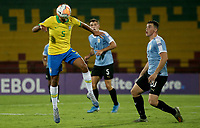 BUCARAMANGA - COLOMBIA, 06-02-2020: Bruno Guimaraes de Brasil disputa el balón con Federico Viñas de Uruguay durante partido entre Brasil U-23 Y Uruguay U-23 por el cuadrangular final como parte del torneo CONMEBOL Preolímpico Colombia 2020 jugado en el estadio Alfonso Lopez en Bucaramanga, Colombia. / Bruno Guimaraes of Brazil fights the ball with Federico Viñas of Uruguay during the match between Brazil U-23 and Uruguay U-23 for the final quadrangular as part of CONMEBOL Pre-Olympic Tournament Colombia 2020 played at Alfonso Lopez stadium in Bucaramanga, Colombia. Photo: VizzorImage / Jaime Moreno / Cont