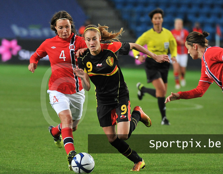 20130925 - OSLO , NORWAY : Belgian Tessa Wullaert (9)  pictured with the fouling Norwegian Ingvild Stensland (4) during the female soccer match between Norway and Belgium , on the second matchday in group 5 of the UEFA qualifying round to the FIFA Women World Cup in Canada 2015 at the Ullevaal Stadion , Oslo . Wednesday 25th September 2013. PHOTO DAVID CATRY