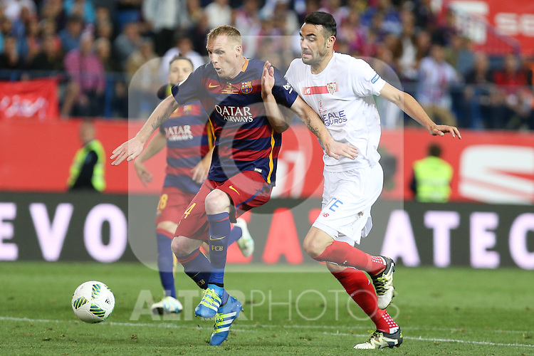 FC Barcelona's Mathieu (L) and Sevilla CF's Iborra (R)   during Spanish Kings Cup Final match. May 22,2016. (ALTERPHOTOS/Rodrigo Jimenez)