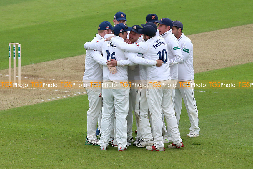 Essex players huddle after claiming the wicket of Hashim Amla during Hampshire CCC vs Essex CCC, Specsavers County Championship Division 1 Cricket at the Ageas Bowl on 29th April 2018