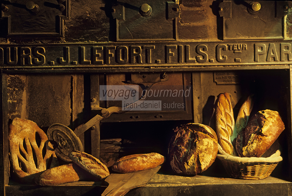 "Europe/France/Ile-de-France/Paris : ""BELLE EPOQUE"" - Boulangerie ""Le Moulin de la Vierge"" 105 rue Vercingétorix - Pains sur four à pain<br /> PHOTO D'ARCHIVES // ARCHIVAL IMAGES<br /> FRANCE 1990"
