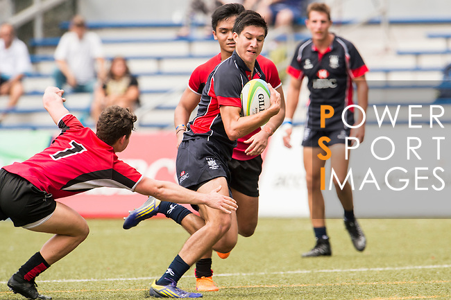 Daniel Archer of Hong Kong fights for the ball with Halcyon Quintin Salter Price (l) of Singapore during the match between Hong Kong and Singapore of the Asia Rugby U20 Sevens Series 2016 on 12 August 2016 at the King's Park, in Hong Kong, China. Photo by Marcio Machado / Power Sport Images