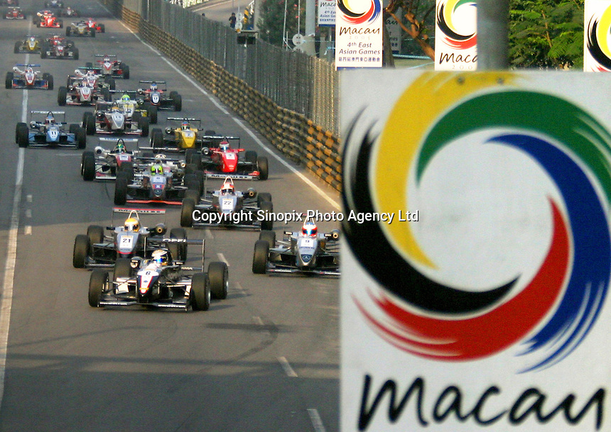 The entire line up of Formula 3 racing cars as they approach the Mandarin Oriental Bend on the first lap of the 2004 Macau Grand Prix, Macau, 21 November 2004.