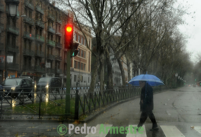 A men holds an umbrella during a heavy temporal in Madrid on January 7, 2010. (c)PEDRO ARMESTRE