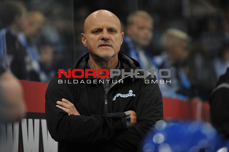 08.09.2013,  O2 World, Hamburg, GER, European Trophy, Hamburg Freezers vs Eisbaeren Berlin, im Bild Trainer Benoit Laporte (Hamburg) verschraenkt die Arme<br />  // during match at O2 World 2013/09/08, Hamburg  Foto &copy; nph / Witke