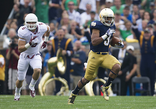 August 31, 2013:  Notre Dame Fighting Irish running back Amir Carlisle (3) runs for yardage in the first quarter of  NCAA Football game action between the Notre Dame Fighting Irish and the Temple Owls at Notre Dame Stadium in South Bend, Indiana.  Notre Dame defeated Temple 28-6.