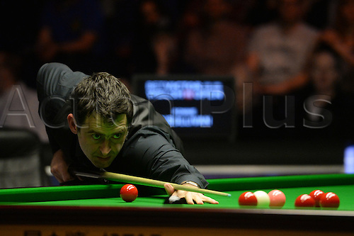 20.02.2016. Cardiff Arena, Cardiff, Wales. Bet Victor Welsh Open Snooker semi-final. Ronnie O'Sullivan versus Joe Perry. Ronnie O'Sullivan at the table.