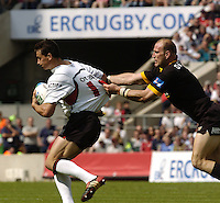 Twickenham, GREAT BRITAIN, 2004 Heineken Cup Final.Shirt Tugging, Lawrence DALLAGLIO , during the  London London Wasps v Toulouse, final at Twickenham on  23/05/2004  [Credit Peter Spurrier/Intersport Images]   [Mandatory Credit, Peter Spurier/ Intersport Images].