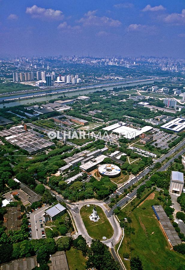 Vista aérea da Cidade Universitária. São Paulo. 2002. Foto de Juca Martins.