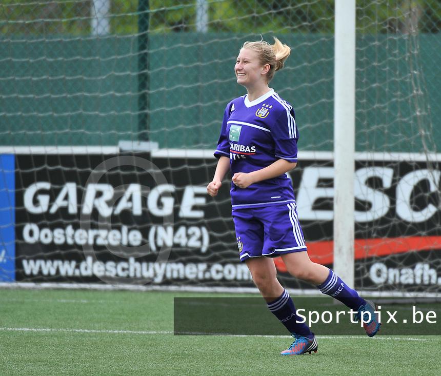 AA Gent Ladies U16 - RSC Anderlecht :  Elien De Smedt scoort .foto DAVID CATRY / Nikonpro.be