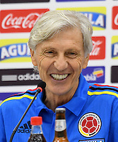 BARRANQUILLA - COLOMBIA -10 -10 -2016: Jose Pekerman técnico de la Selección Colombia habla con la prensa en Barranquilla. Colombia se prepara para el próximo partido contra Uruguay para la calificificacion a la Copa Mundo FIFA Rusia 2018. / Jose Pekerman coach of Colombia Team speaks with the media in Barranquilla. The Colombia Team preparing for the next game against Uruguay for the qualifier to 2018 FIFA World Cup Russia. Photo: VizzorImage / Luis Ramirez / Staff.