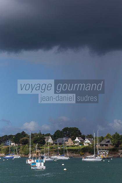 France, Morbihan (56),  Golfe du Morbihan,Port-Blanc (Baden): Port-Blanc est un village de la commune de Baden, c'est l' embarcadère pour l'Île-aux-Moines. // France, Morbihan, Gulf of Morbihan, Port-Blanc (Baden): Port-Blanc is a village of Baden is the pier to the Ile aux Moines.