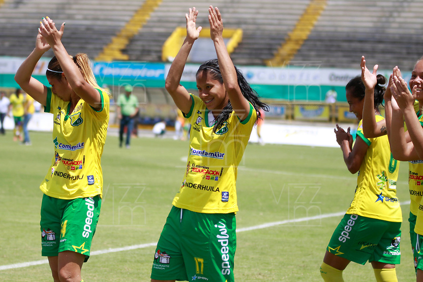 NEIVA, COLOMBIA, 03-06-2017: Jugadoras de Atlético Huila celebran después del triunfo ante Cortulua en partido de ida por la semifinal de la Liga Femenina Águila 2017 jugado en el estadio Guillermo Plazas Alcid de la ciudad de Neiva. / Players of Atletico Huila celebrate after defeating to Cortulua in the first leg match for the semifinal of the Aguila Women League 2017 played at Guillermo Plazas Alcid in Neiva city. VizzorImage / Sergio Reyes / Cont