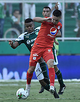 PALMIRA - COLOMBIA, 16-03-2019: Darwin Andrade del Cali disputa el balón con Cristian Alvarez del America durante partido por la fecha 10 de la Liga Águila I 2019 entre Deportivo Cali y América de Cali jugado en el estadio Deportivo Cali de la ciudad de Palmira. / Darwin Andrade of Cali vies for the ball with Cristian Alvarez of America during match for the date 10 as part Aguila League I 2019 between Deportivo Cali and America de Cali played at Deportivo Cali stadium in Palmira city.  Photo: VizzorImage / Gabriel Aponte / Staff