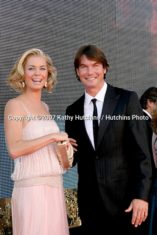 Rebecca Romijn & Jerry OConnell.Emmy Awards 2007 - Arrivals.Shrine Auditorium.Los Angeles,  CA.September 16, 2007.©2007 Kathy Hutchins / Hutchins Photo...               .