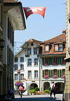 CHE, Schweiz, Kanton Bern, Berner Oberland, Thun: Altstadt mit Ratsstuebli und Burgerhaus am Rathausplatz | CHE, Switzerland, Bern Canton, Bernese Oberland, Thun: Old Town with Ratsstuebli and Burgerhaus at Townhall Square