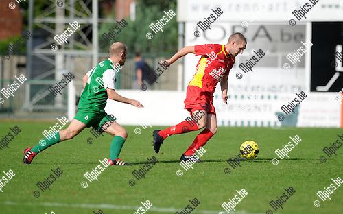 2014-09-21 / Voetbal / seizoen 2014-2015 / Kapellen - Diegem Sport / Stephane Vandorpe (l. Diegem) met Dirk Mathyssen<br /><br />Foto: Mpics.be