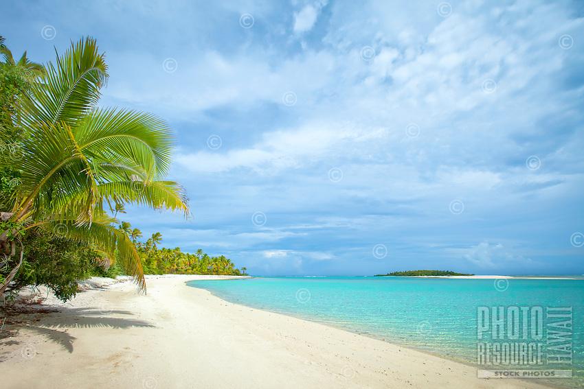 One Foot Island beach in Aitutaki Lagoon, Aitutaki Atoll, Cook Islands.
